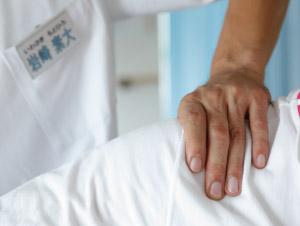 肩の痛みの治療