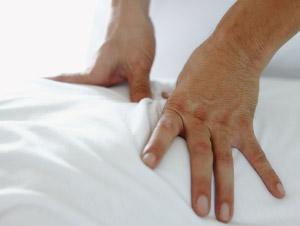 背中の痛みの治療